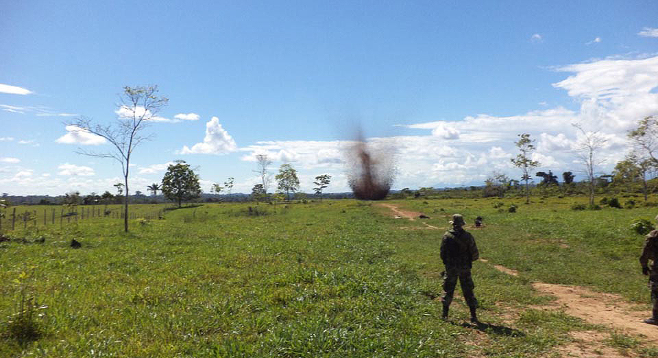 Dirandro agents destroying clandestine airstrips in Pichis Palcazú.